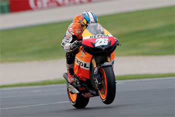 Pedrosa closes MotoGP season with victory in Valencia crash-fest