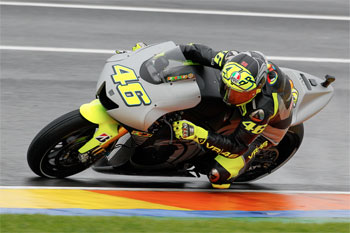 Rossi makes Yamaha return during wet test at Valencia
