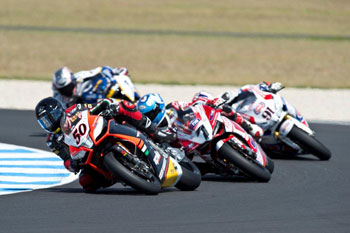 Guintoli leads Aprilia sweep in race one at Phillip Island WSBK opener