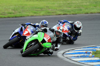 Walters races to opening FX-Superbike victory of 2013 season