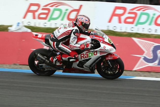 Shane Byrne dominated proceedings in the British Superbikes field at Knockhill in Scotland.