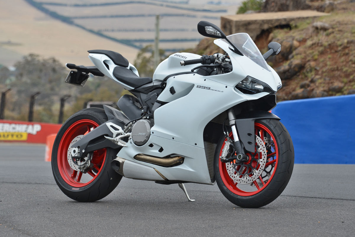 tested 2014 ducati 899 panigale. Black Bedroom Furniture Sets. Home Design Ideas