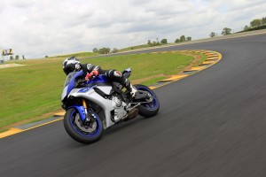 Review: 2015 Yamaha YZF-R1
