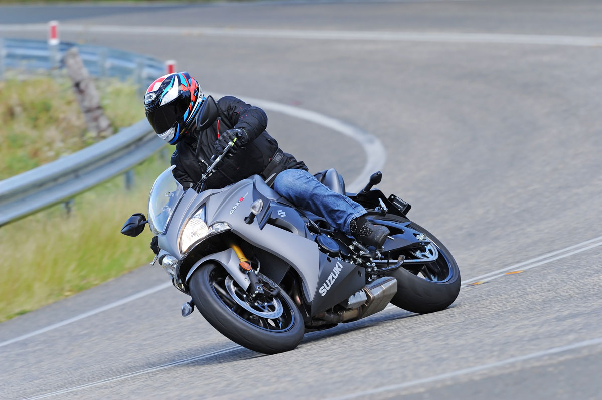review 2015 suzuki gsx s1000f. Black Bedroom Furniture Sets. Home Design Ideas