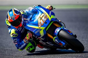 Suzuki welcomes Rins back during Barcelona testing