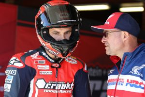 Former champion Staring shows front-running pace at SMP
