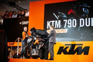 KTM makes 2018 model 790 Duke official at EICMA