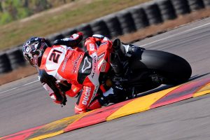 Bayliss delivers ASBK race victory for DesmoSport Ducati in Darwin
