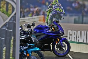Wallpaper: 2019 Yamaha YZF-R3